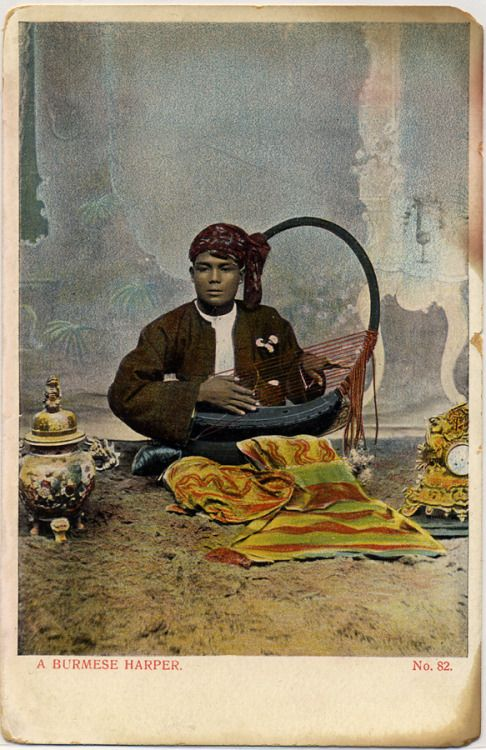 A Burmese harper