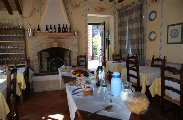 7 Bedroom Guest house in Todi to rent from £2203 pw. With balcony/terrace, Log fire, air con, TV and DVD.