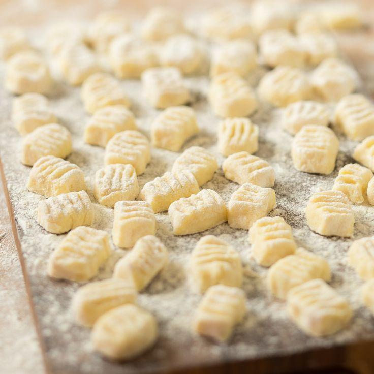 Vergiss Gnocchi aus dem Kühlregal. Richtiges Italien-Feeling kommt nur auf, wenn du sie selber machst. Probier es aus und schmecke den Unterschied.
