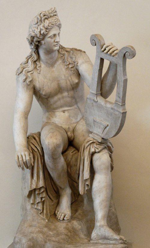Apollo kennen wij als de zonnegod, maar naast god van het licht was hij tevens god van kennis, genezing, plagen, duisternis (want als je licht beïnvloedt, dan kan je ook de duisternis bepalen), kunst, muziek, poëzie, voorspelling, boogschieten, mannelijke jeugdelijkheid en schoonheid.