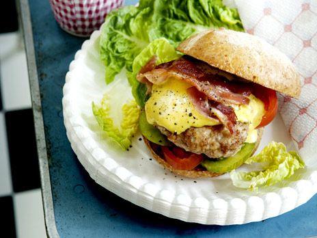 Kycklingburgare med currymayo och bacon | Recept.nu