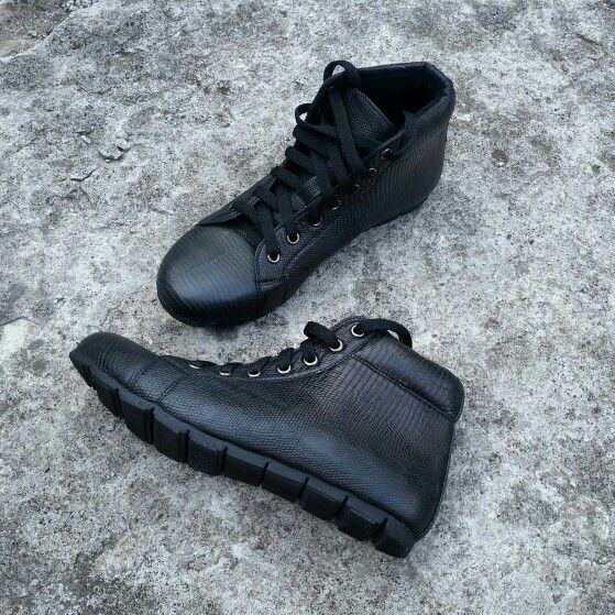 Black lizard varan sneakers handmade style leather