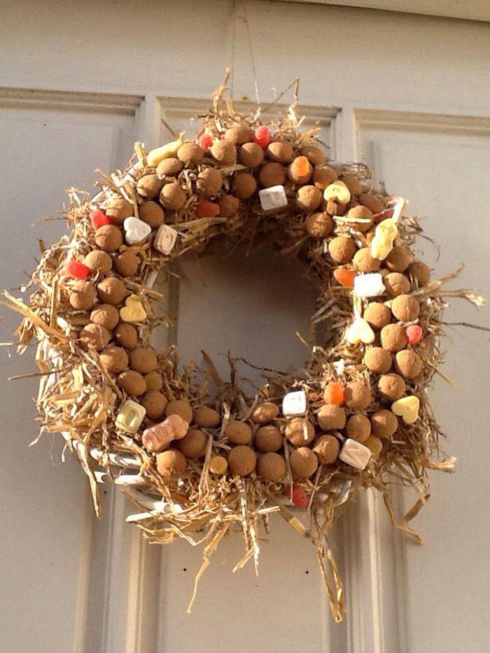 Sinterklaas krans met stro en strooigoed