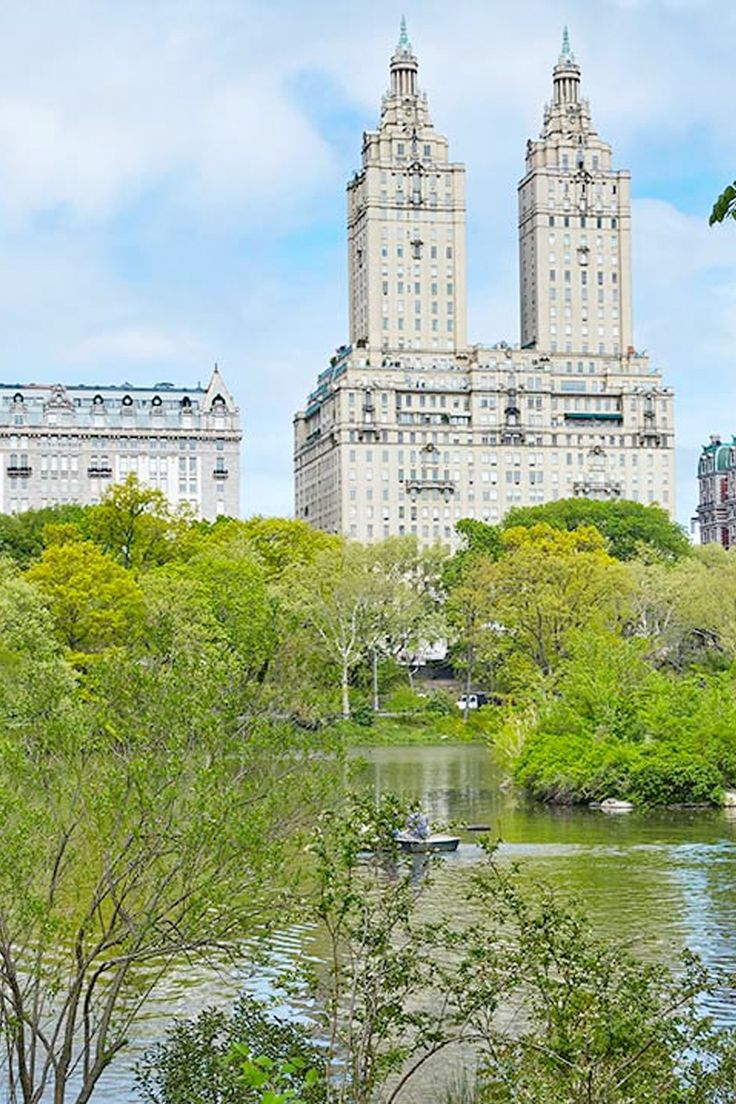 Explore the wonders of New York City while staying at Viceroy New York, how about a lazy stroll around Cental Park?