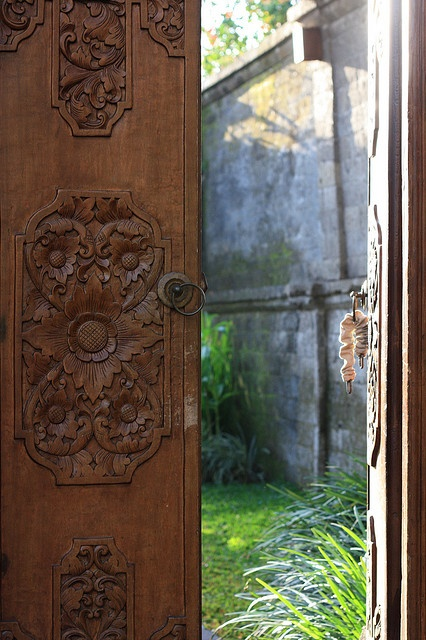 The doors into your own private hideaway at the Kamandalu #ubud #bali #holiday : indonesian doors - pezcame.com