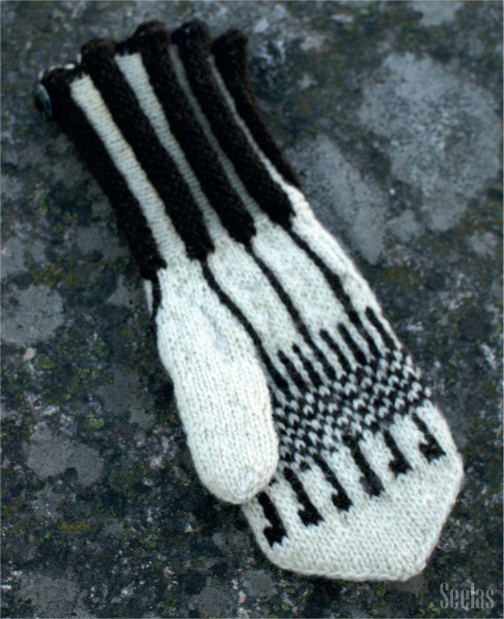 'Viritys' mitten (in English 'Tuning'). Design by Tuula Uhtakari. Instructions for patters in Finnish can be purchased at Cafe Lentävä Lapanen (www.lentavalapanen.fi), Järvenpää, Finland