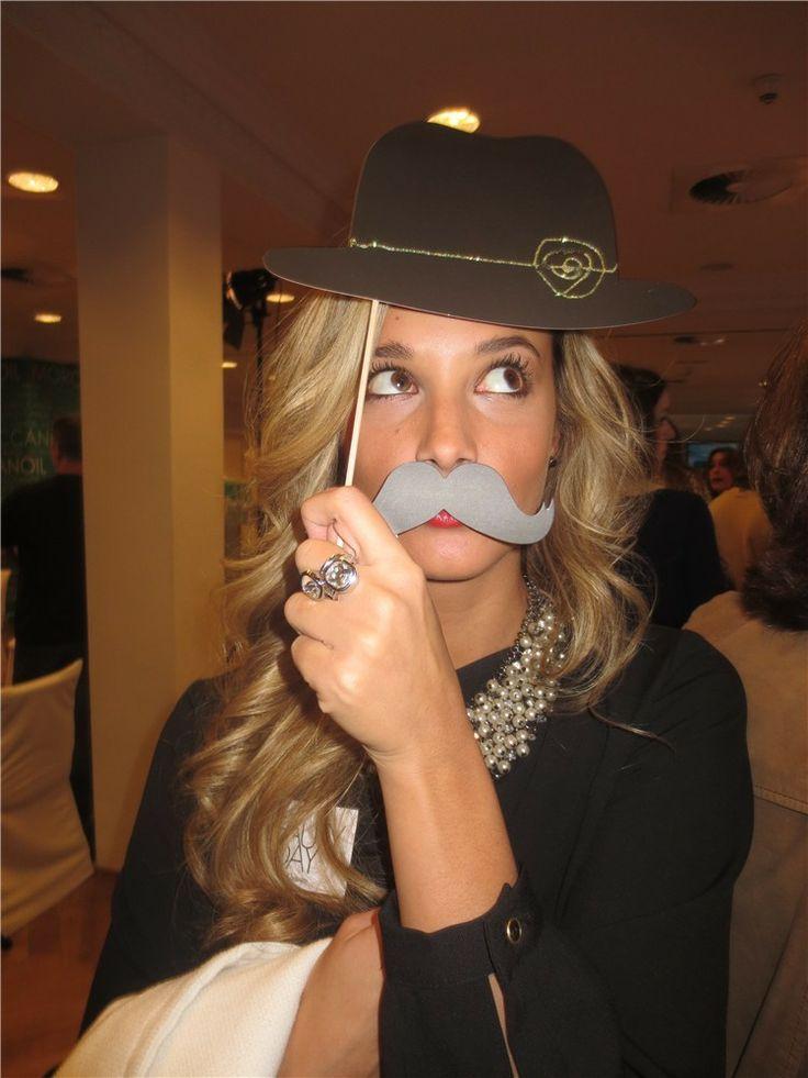 Corina Randazzo se divierte con la propuesta de customizarse de Fridda Dorsch durante el Beauty Day de Mujer hoy.