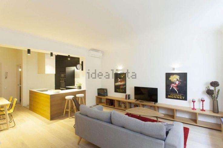 Piso en Ciutat Vella #Barcelona   Se vende un piso de 70m2, 2 habitaciones, salón comedor con cocina integrada, balcón y un baño.  Totalmente reformado y amueblado.    Appartement à vendre à Ciutat Vella, de 70m2, 2 chambres, salon, cuisine, balcon et 1 salle de bain. Reformé et meublé.    🔑 Eurofincas - (34) 93 476 49 69   Roger de Lluria, 116 08037 – Barcelona   🔑 Eurofincas St. Cugat – (34) 93 675 08 04 c. Sant Antoni, 52    http://qoo.ly/gcvws