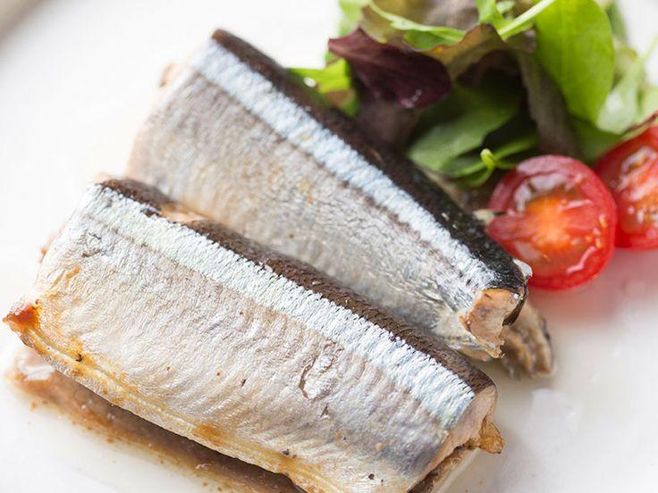 フレンチの定番「コンフィ」を、秋刀魚で楽しむ! 伊勢丹新宿店のシェフが、骨まで丸ごと食べられるおいしい「秋刀魚のコンフィ」のレシピをお教えします。作り置きしておけば、さまざまな料理にアレンジも可能です!