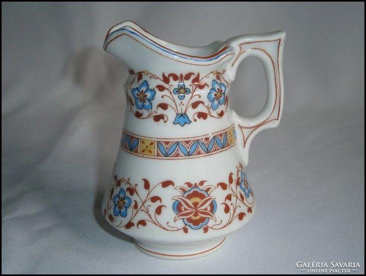 Hüttl Tivadar pecsétes vastag, porcelán elbogeni tejkiöntő
