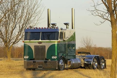 Remember my Daddy owning an old cabover like this.Rode many miles wih him.R.I.P. ....I miss you