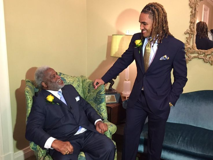 jalen hurts with earl campbell---in texas for the earl campbell award