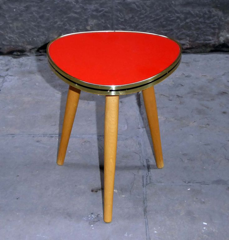 50's small triangular red table |