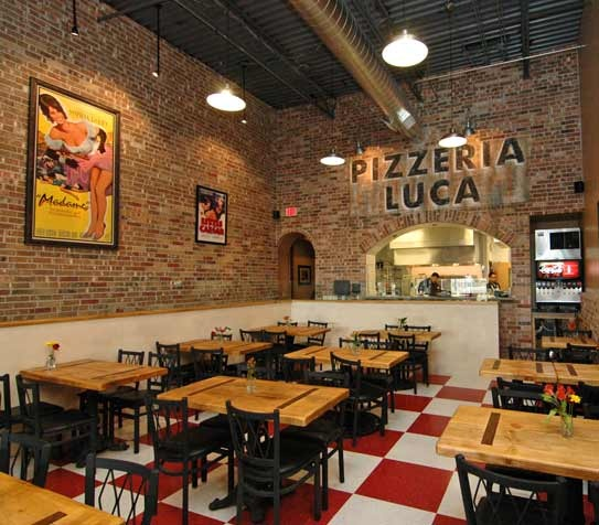 25 best ideas about pizzeria design on pinterest pizza for Interiores de restaurantes
