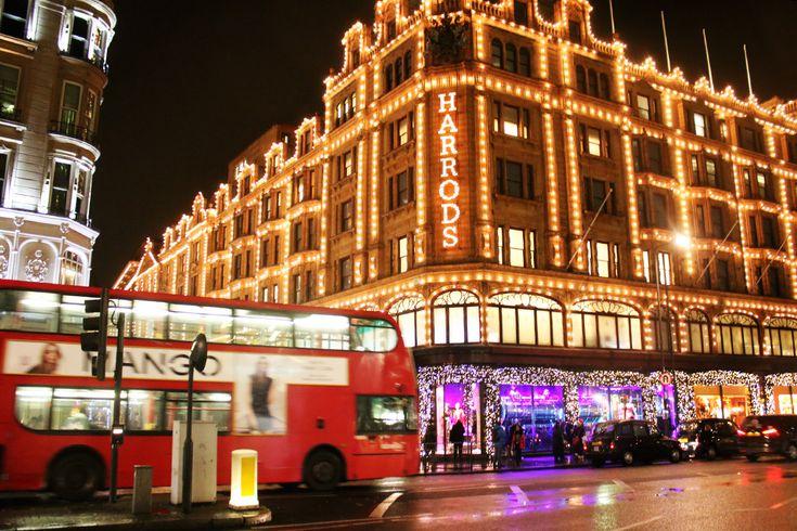 "Harrods London in Christmas ""dressing"""