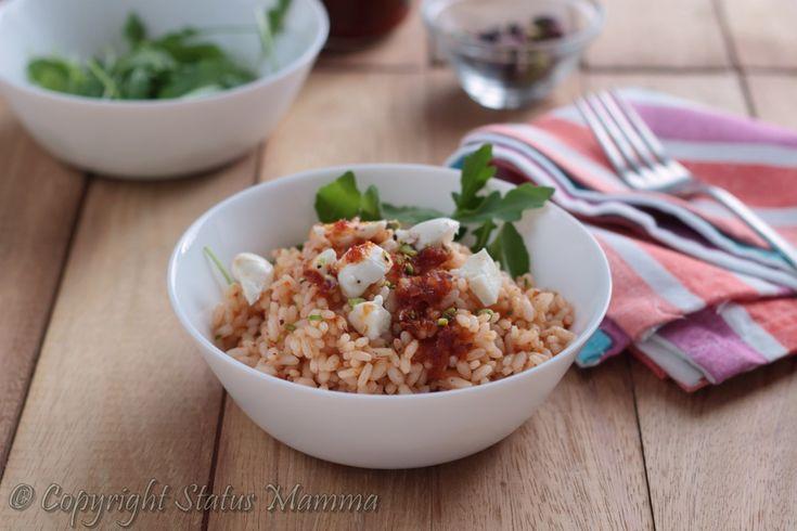 Facile e veloce l'insalata di riso si prepara il tempo di cuocere e scolare la pasta, semplice e gustosa perfetta per tutta la famiglia.