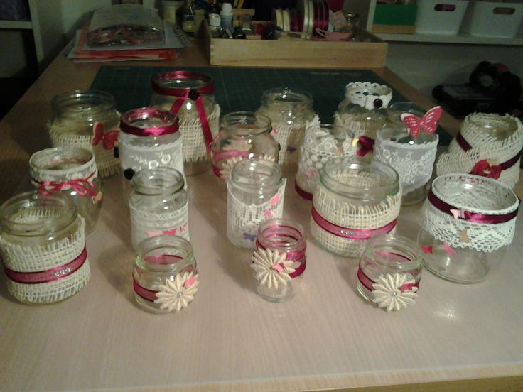 Vasetti di vetro decorati con pizzi bottoni nastri e - Vasetti vetro decorati ...