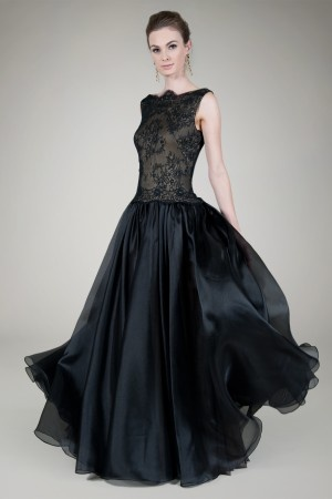 If only I had an occasion to wear this Boatneck Chantilly Lace Gown in Black / Nude. #GiftofTadashiShoji