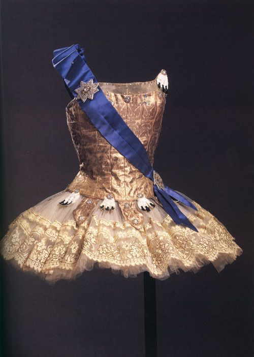 Confessions of a Costumeholic: The Great Ballet Tutu Post www.theworlddances.com/ #costumes #tutu #dance