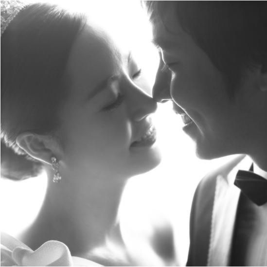 Korea Pre-Wedding Photoshoot - WeddingRitz.com » Grayscale Studio- Korea wedding photo