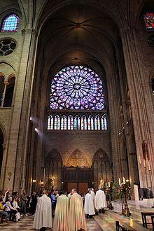 Transept katedry Notre-Dame de Paris w Paryżu (Francja). [za Wikipedia]