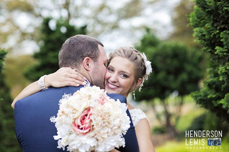 Bride and Groom pose ideas. Charlotte, NC. Uptown Charlotte wedding ideas.