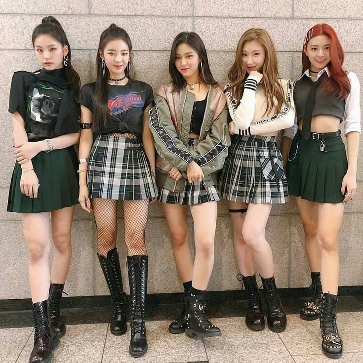 Hello Welcome To The Itzy Ina Fan Account This Is The Latest Post From Us Hope You Feel At Home Hello Welcome To The Itzy Ina Fan Ac Itzy Kpop Outfits