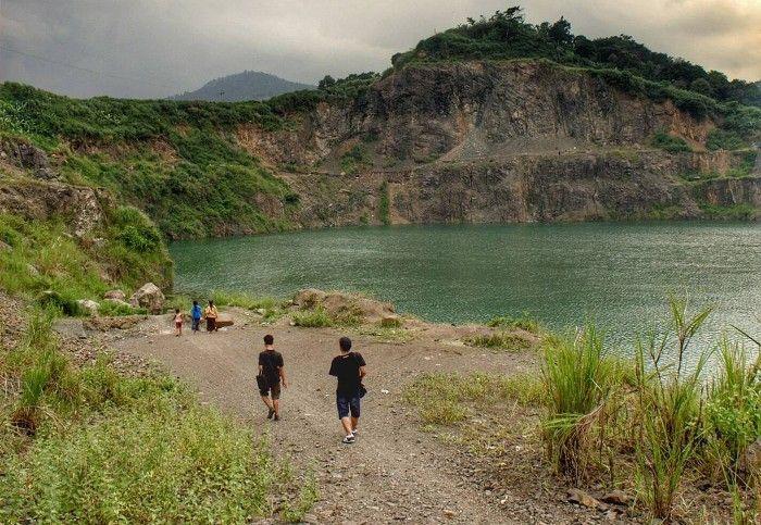 Danau Quarry. Bekas tambang yg berubah menjadi sebuah danau yg fotogenik di Bogor