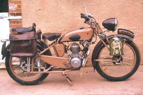Motobecane D45, Motobecane-moto-française-ancienne-Motobecane-125cc-moteur-monocylindre-4temps, refroidissement à air, fourche avant à parallelogramme, Pantin, France,Europe