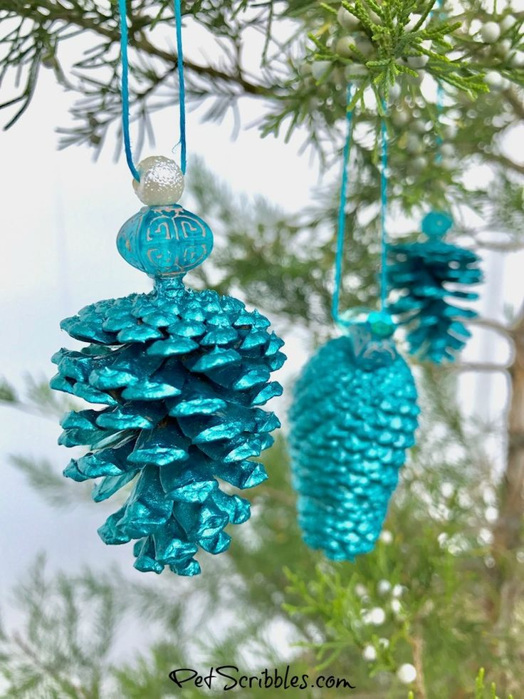 Today I'm showing you how to make a stunning teal pinecone ornament!This handmade ornament tutorial kicks off the 31 Days of Handmade Ornaments Blog Hop:a new handmade ornament tutorial for…