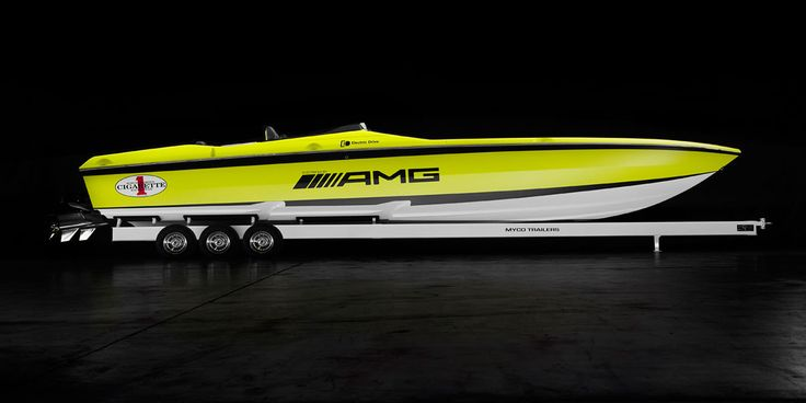 Electric offshore speed boat CIGARETTE AMG Cigarette
