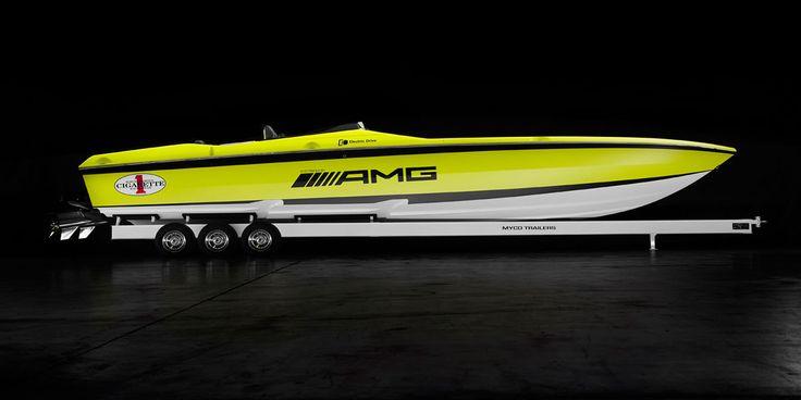 Electric offshore speed boat CIGARETTE AMG Cigarette