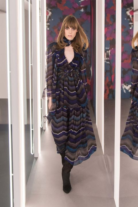 DVF's Fall 2016 presentation brought us through a 70s time warp. Click through to see BAZAAR editor's favorite looks: