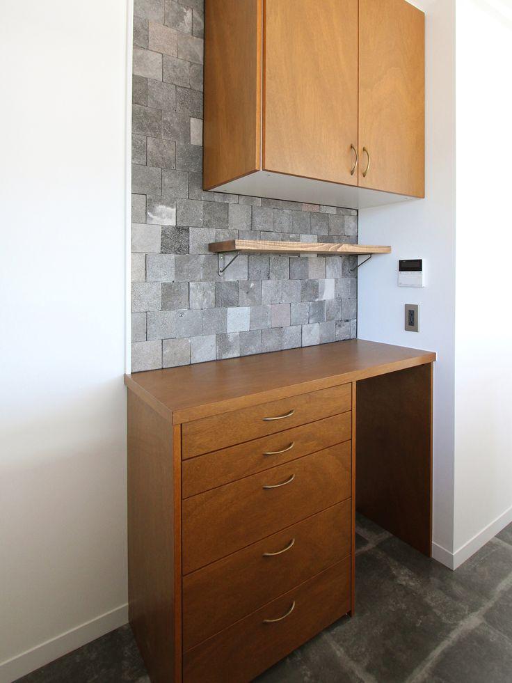 KITCHEN/counter/tile/pantry/キッチン/タイル/溶岩タイル/パントリー/食器棚/カウンター/収納/フィールドガレージ/リノベーション/FieldGarage Inc.