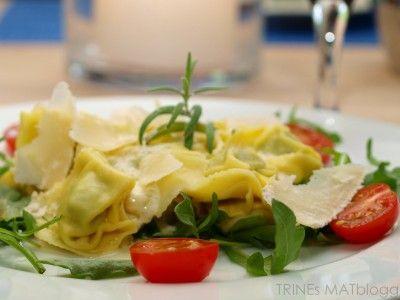Fylt pasta med sitron- og parmesansaus