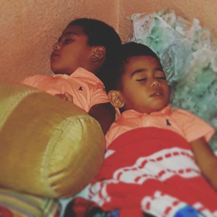 Y dormidos hasta se abrazan