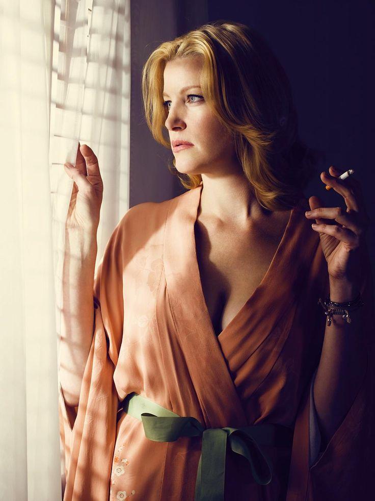 Anna Gunn, Breaking Bad. Stronger than Walt can see. Add her to your Endorfyn Likes: www.endorfyn.com/us/home?like=Anna%20Gunn