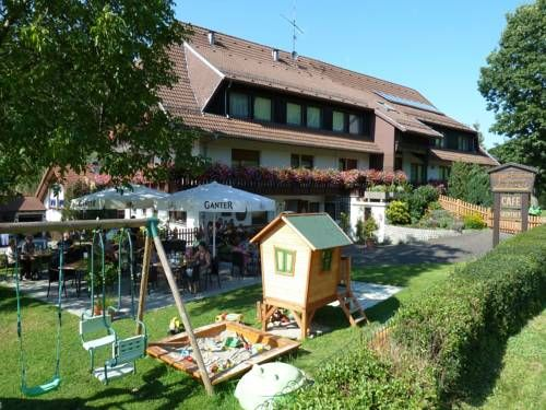 Caf�-Pension Endehof Oberprechtal Featuring free WiFi, a restaurant and a sun terrace, Caf?-Pension Endehof offers accommodation in Oberprechtal, 32 km from Freiburg im Breisgau. Free private parking is available on site.  Every room comes with a TV with satellite channels.