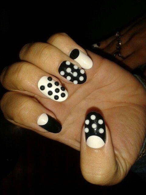 Awesome 3D nail art :) black&white