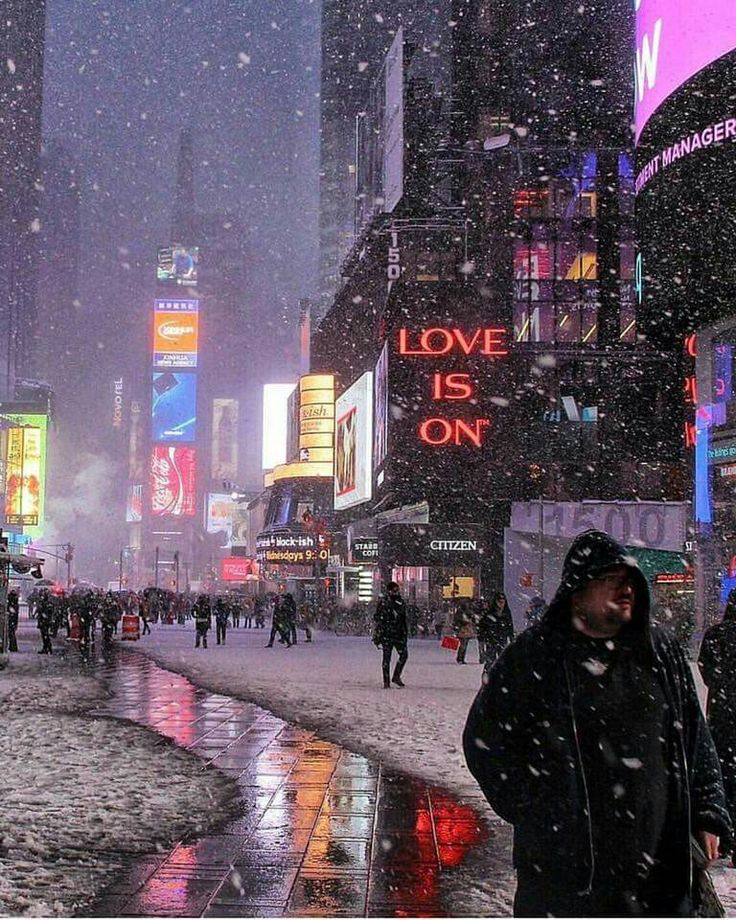 Times Square under the snow ❄️ ❄️ ❄️