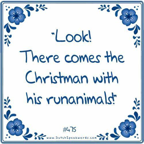 Kijk, daar komt de kerstman met zijn rendieren.