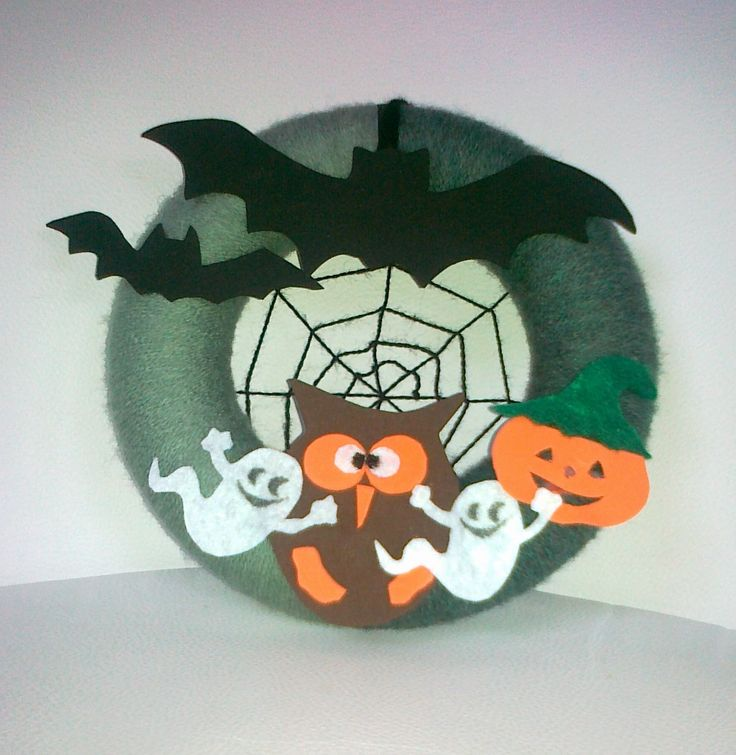 fully decorated yarn wreath for Halloween - door decoration