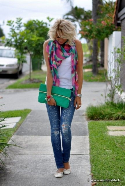 Love the pop o color this scarf adds