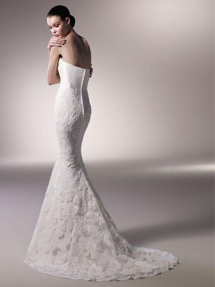 Ρομαντικo νυφικo. Ένα ρομαντικό νυφικό μπορεί να είναι ένα απλό ίσιο φόρεμα με πέπλο, με δαντέλα ή τούλι. Σημασία έχει να είναι το φόρεμα των ονείρων σας και να σας αρέσει.