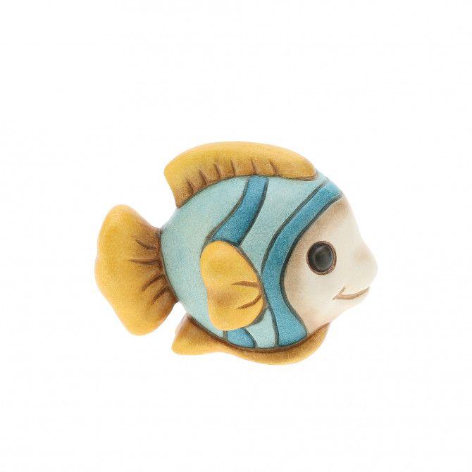 La bomboniera Pesce THUN è un sincero dono d'affetto per rendere ancora più speciale il giorno della tua cerimonia. Una preziosa creazione ceramica decorata a mano per rendere indelebile il tuo evento.