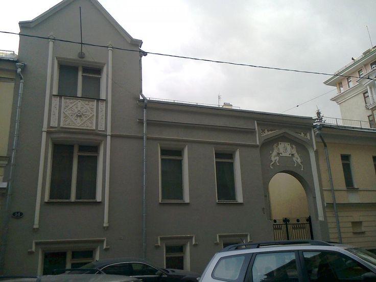 Построен в 1913 году. Архитектор В. С. Кузнецов. Объект культурного наследия.