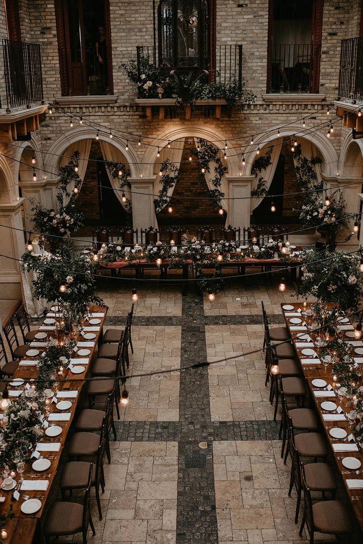 Elegante Grün-Hochzeit mit Burgunder-Farben