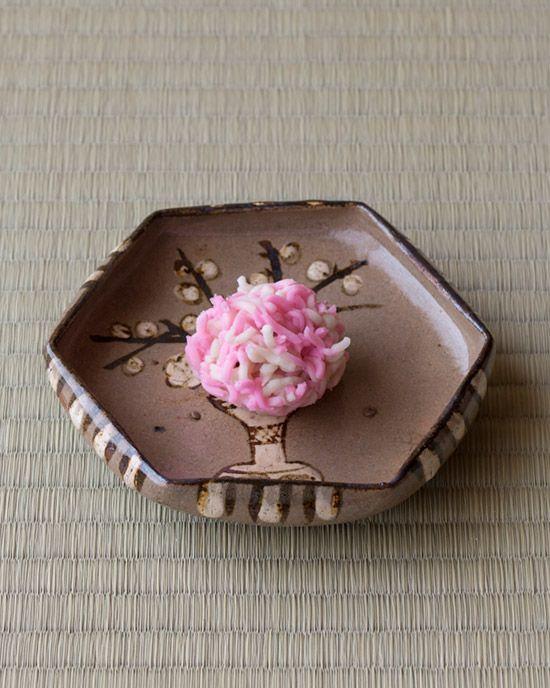 "Oribe Style Dish, OGATA Kenzan, Edo Period. Kashi Kinton by JUKO. (""Wagasgi du Jour"" 一日一菓 par Soshin Kimura木村宗慎)"
