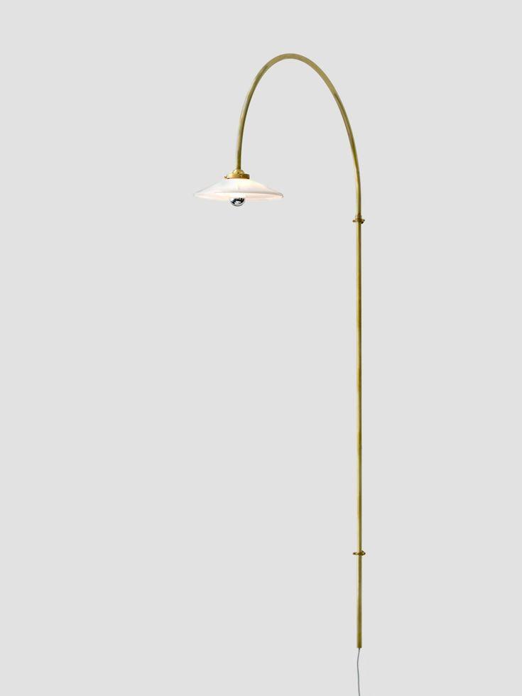 MÅTT: H: 235 cm Bredd från vägg: 75 cm MATERIAL: Lackat stål Max 30W, E27