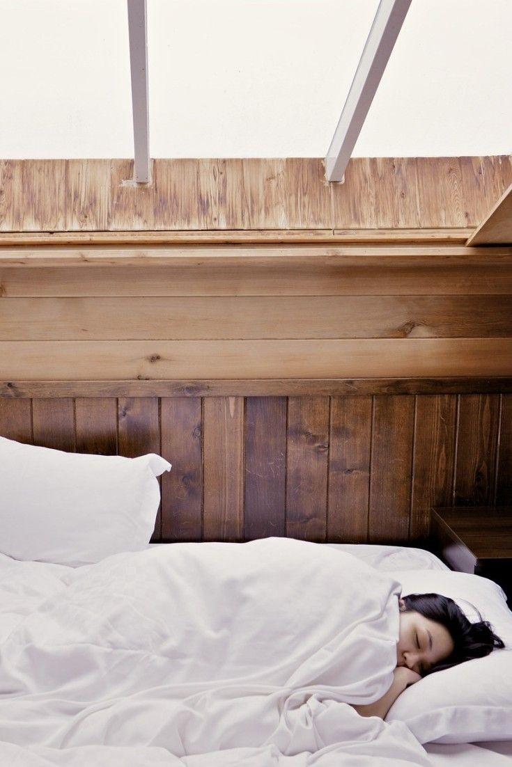 Según un estudio, este hábito nocturno provoca arrugas